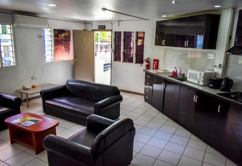 Town House Apartment Hotels Suva, Suva, Executive Suite, 1 Double Bed, Partial Ocean View, Living Area