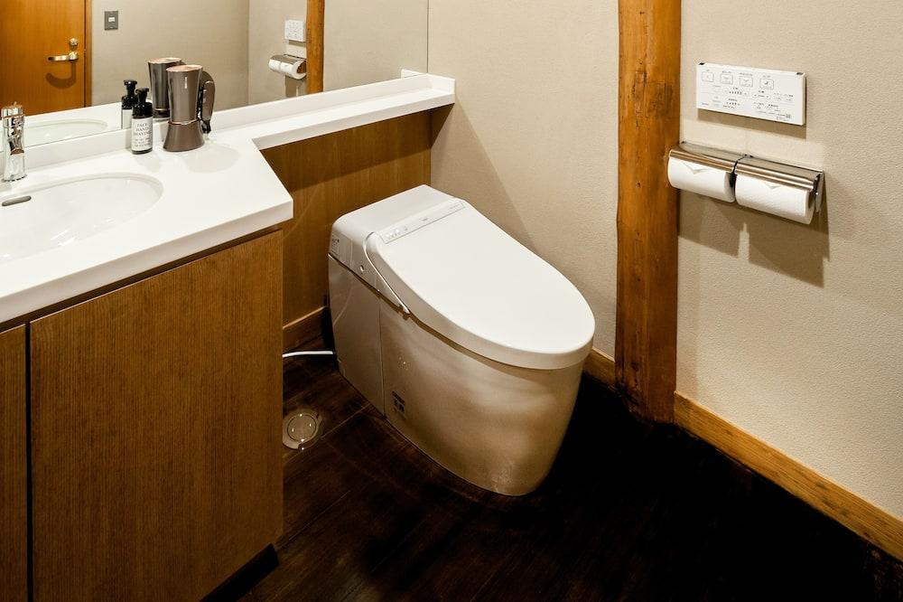 Basic Twin Room, 2 Katil Bujang (Single), Non Smoking, Ground Floor (101, with Toilet) - Bilik mandi
