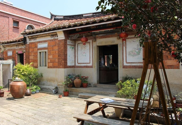 Xia Xing Inn, Jinhu, Courtyard