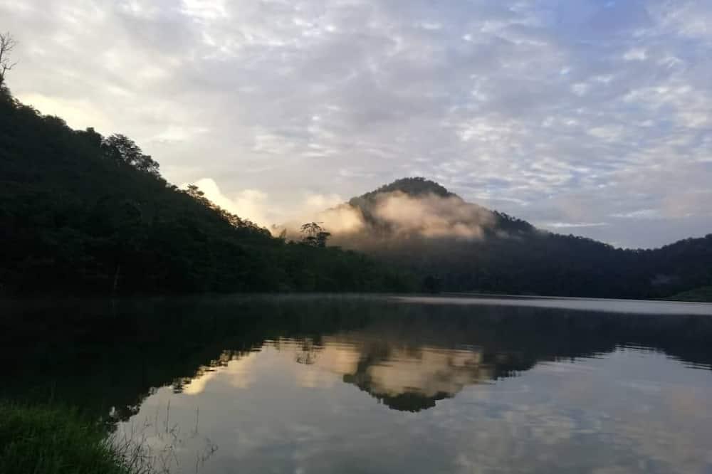 Номер - З видом на гори