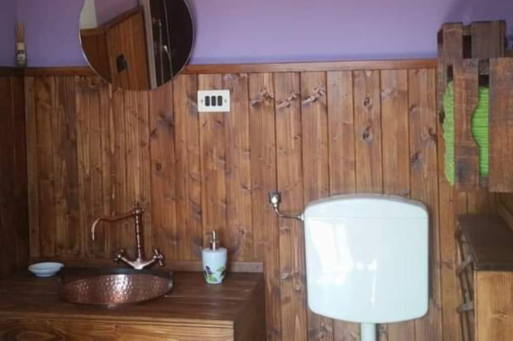 Традиционный двухместный номер с 1 или 2 кроватями, общая ванная комната, вид на сад - Ванная комната
