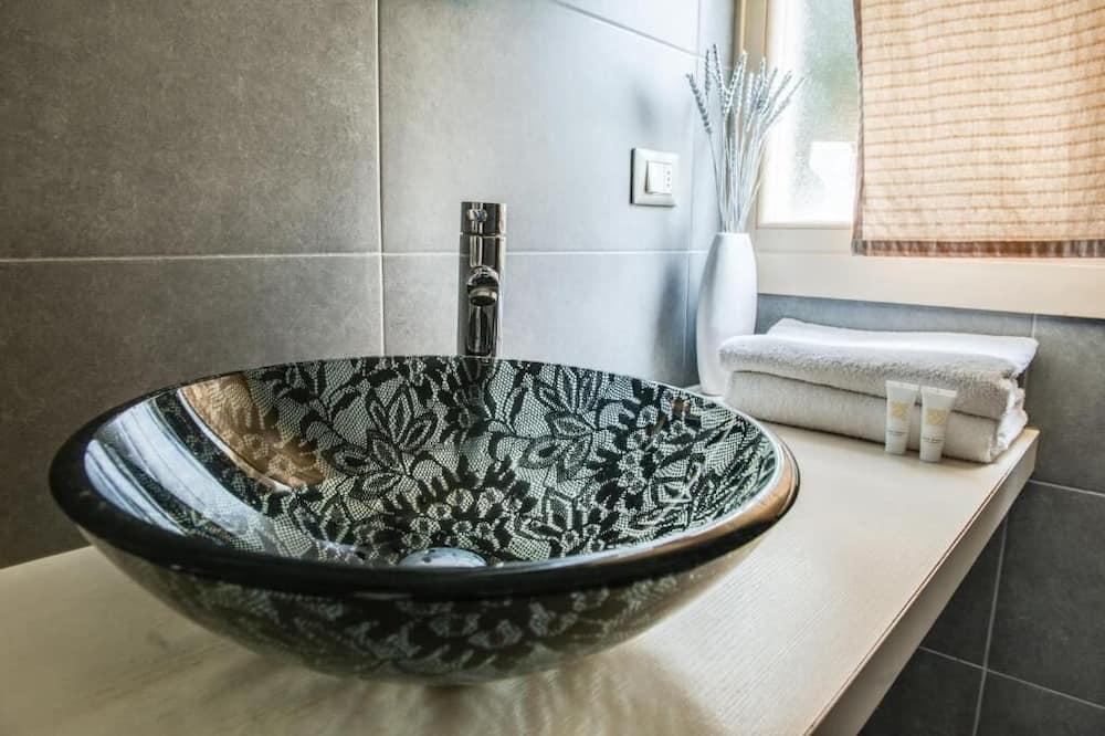 Chambre Confort - Lavabo de la salle de bain