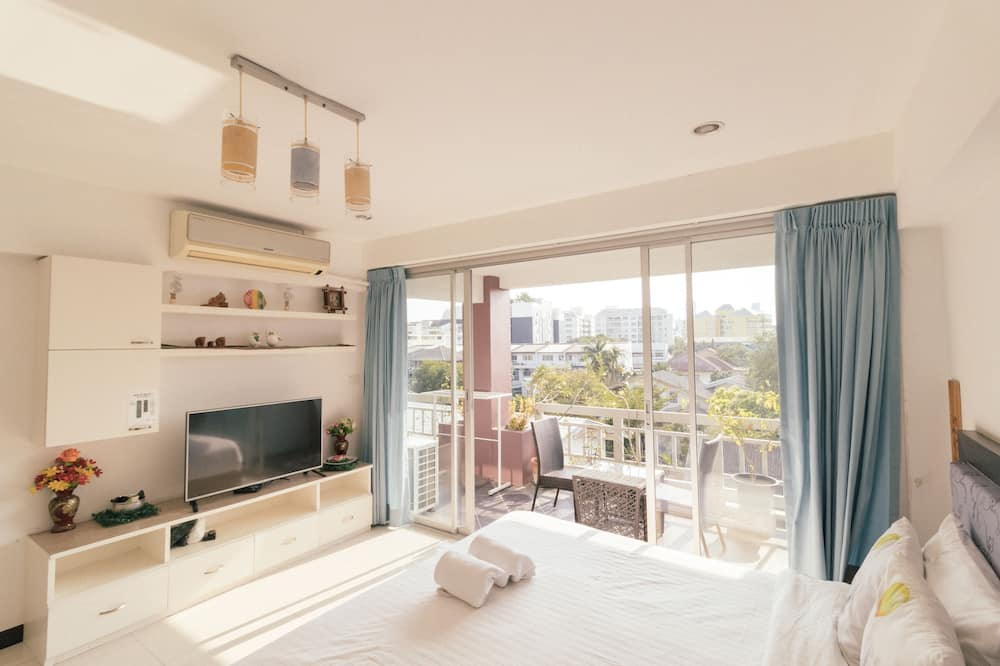 Deluxe Apartment for 6 Pax with 1 Bathroom (42B) - Oda
