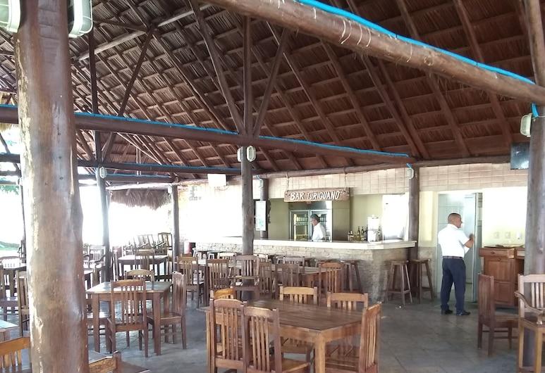 Aparthotel Azul, Cayo Coco, Poolside Bar