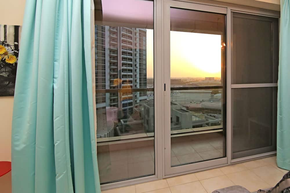 Studija, 1 didelė dvigulė lova - Vaizdas iš balkono