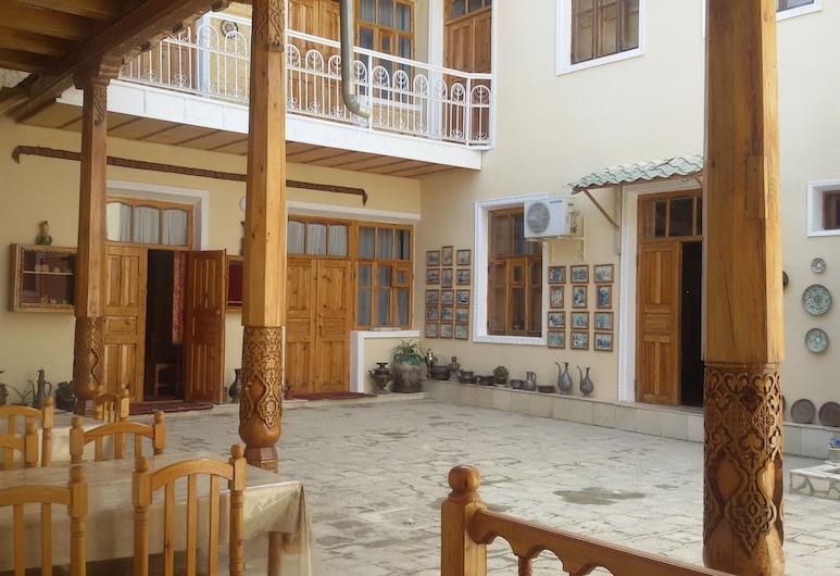 Sufiyon, Bukhara, Dvorište