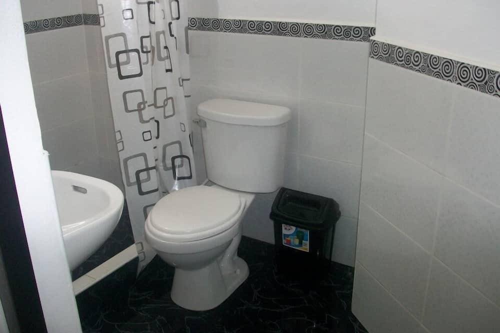 Pokój, Łóżko queen, wspólna łazienka - Łazienka