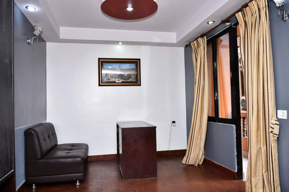Family Triple Room, Multiple Beds - Living Area