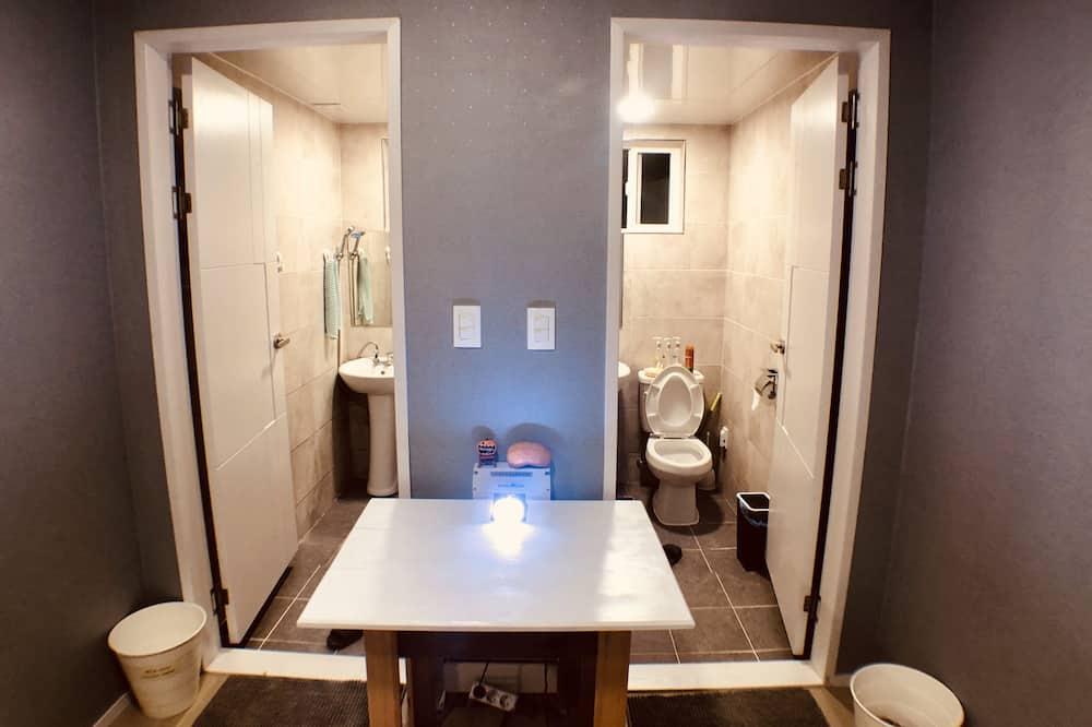 Közös hálóterem, kizárólag férfiak számára (8 people) - Fürdőszoba