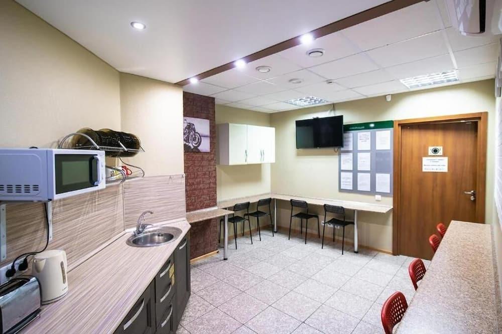 Economy Shared Dormitory, Mixed Dorm (22 beds) - Shared kitchen