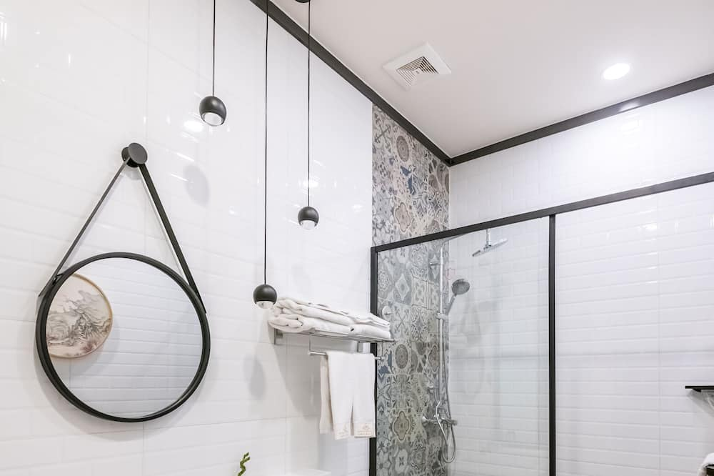 Deluxe Double Room, 1 Queen Bed - Bathroom