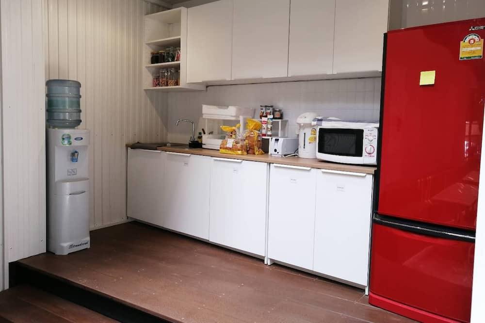 Basic Room - Shared kitchen