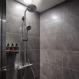 Standard Queen Room - Bathroom