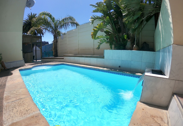 Big Blue Backpackers, Cape Town, Outdoor Pool
