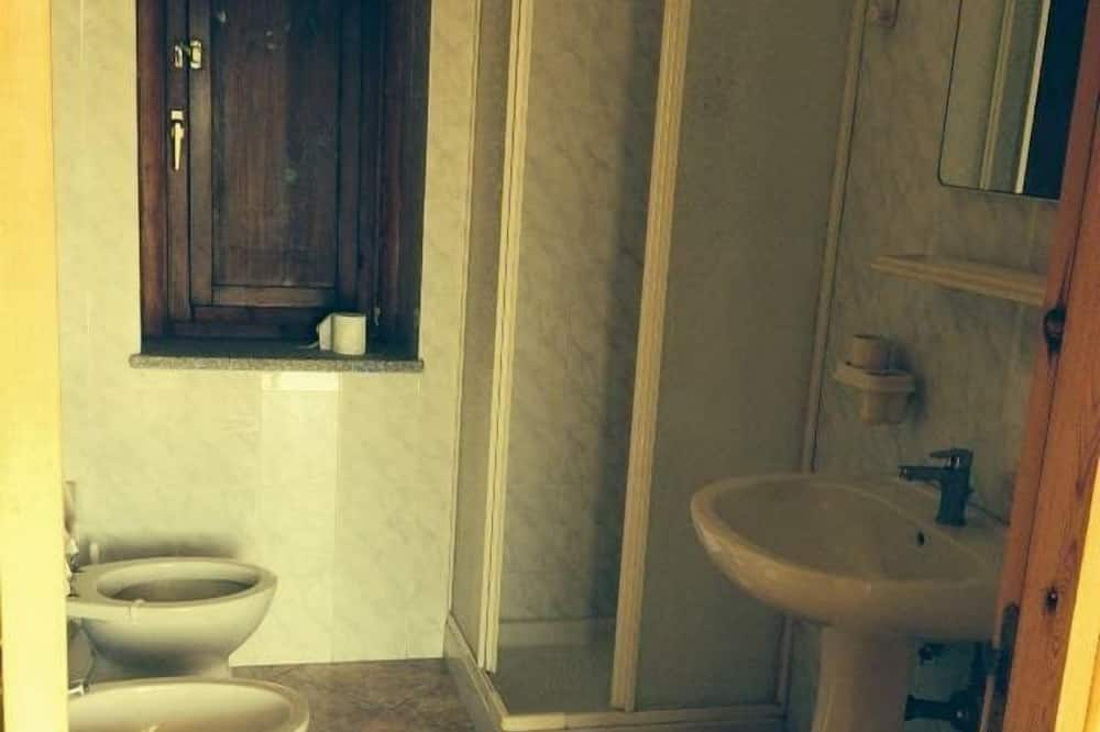 Phòng 3 cơ bản, Phòng tắm dùng chung - Phòng tắm