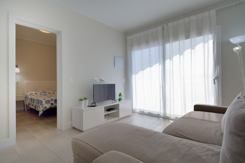 Family Apartment, 2 Bedrooms, Terrace, City View (Sunny Terrace) - Living Room