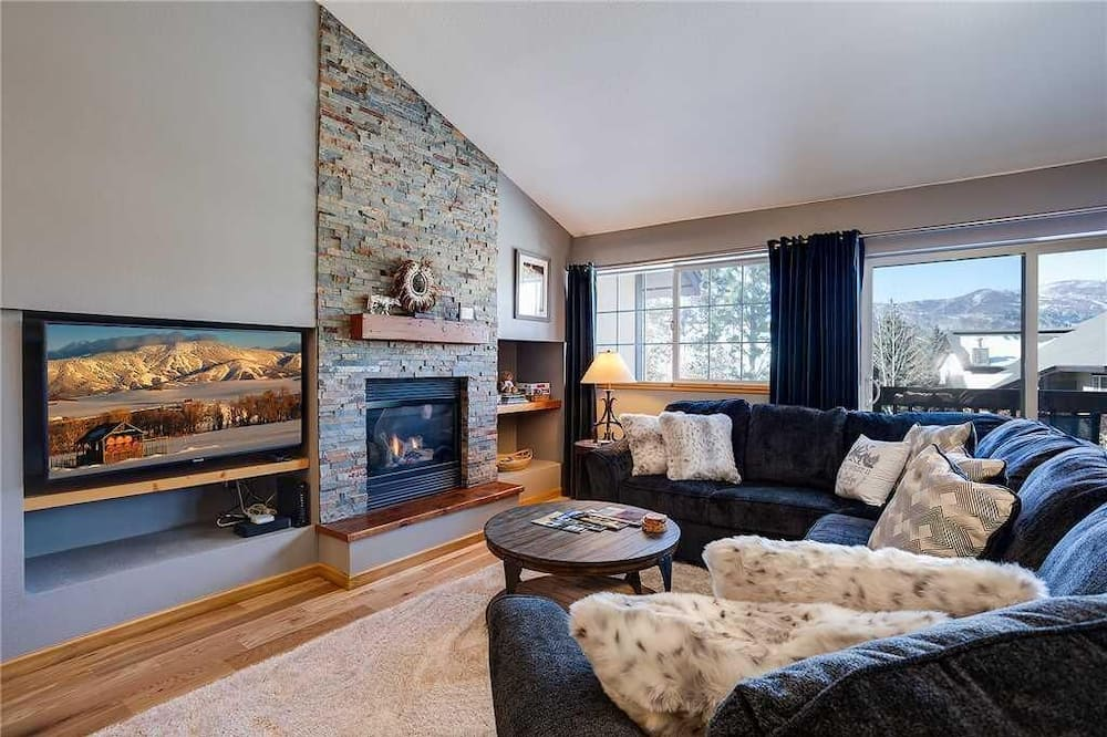 Townhome, Multiple Beds (Quail Run - 3367 (Townhome)) - Living Room