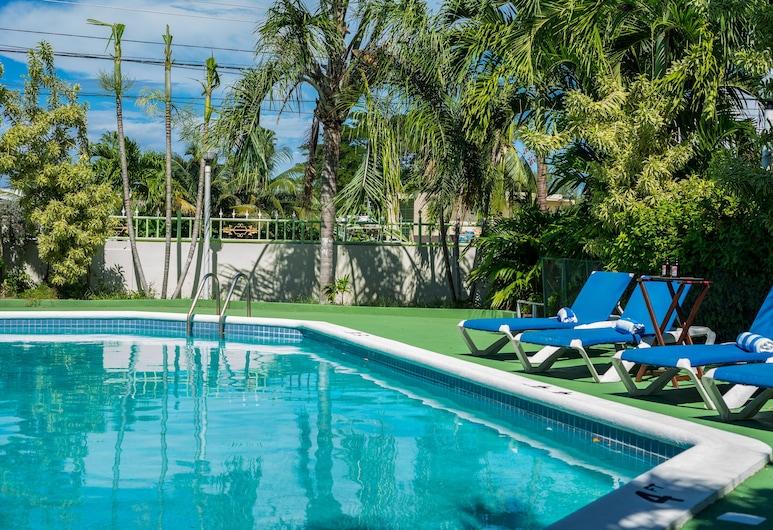 Holiday Haven Resort & Banquet Hall, Runaway Bay, Außenpool