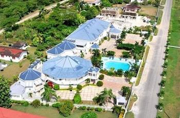 Mynd af Holiday Haven Resort & Banquet Hall í Runaway Bay