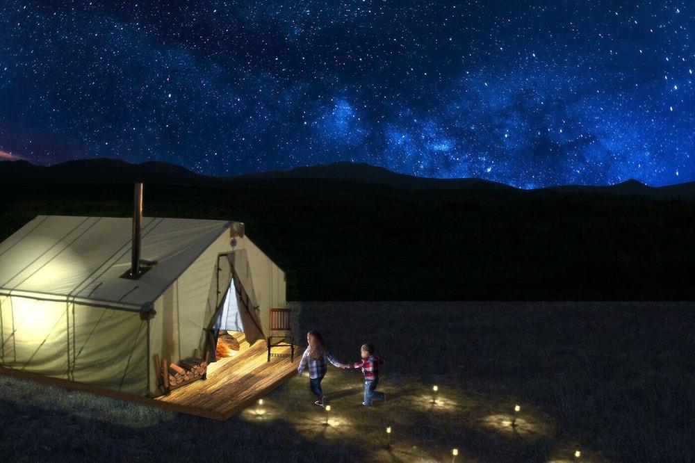 Homestead Tent | King + Roost Tent (with 2 Cots) - Pemandangan Pegunungan