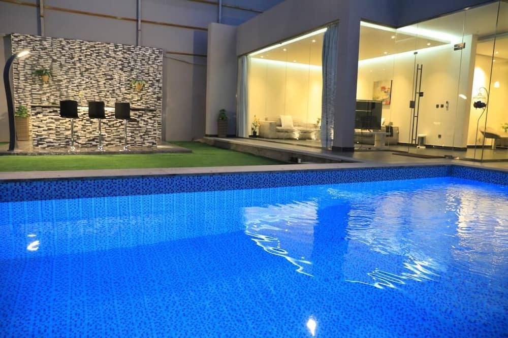 Розкішне шале, 2 спальні, приватний басейн - Приватний басейн
