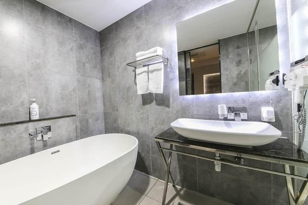Superior Double Room, Smoking - Bathroom