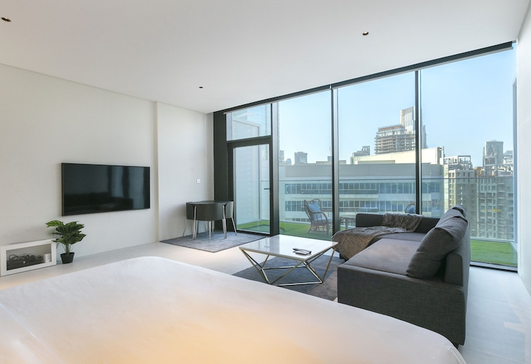 Driven Holiday Homes Marquise Square, Dubai, Studio (Burj Khalifa View), Living Area