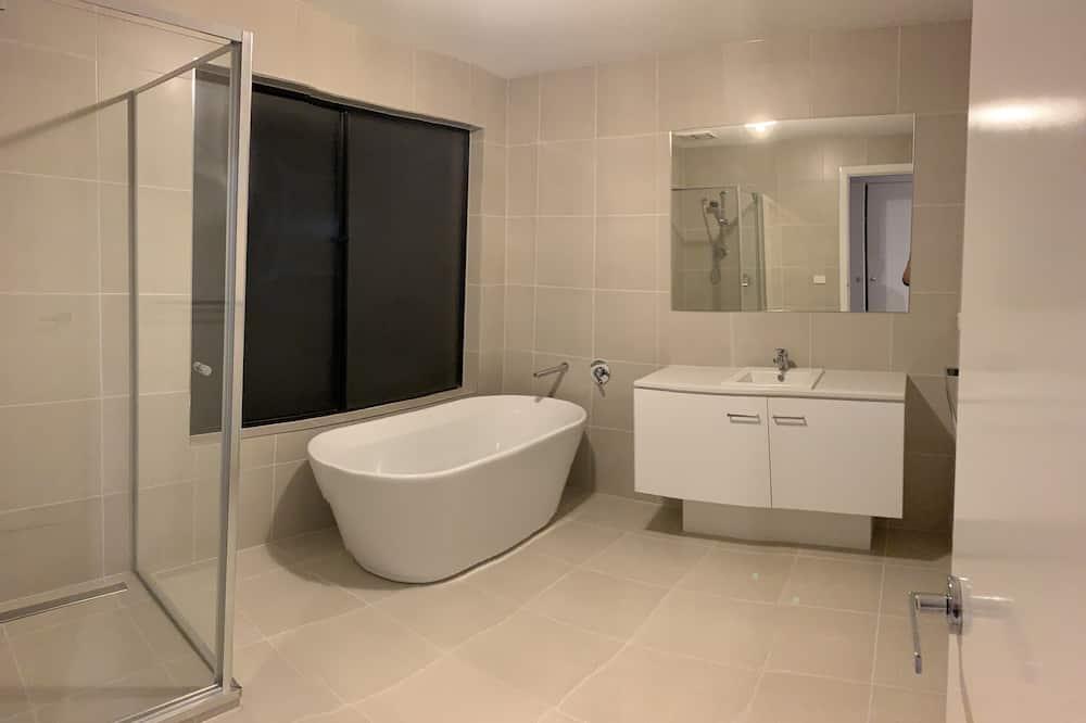 Номер, общая ванная комната (Queen, 6) - Ванная комната