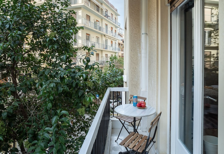 A short walk to Syntagma and Plaka, Athens, Apartment, 2 Bedrooms, Balkoni