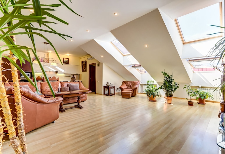 Home4day Spacious loft in the heart of Petersburg, Saint-Pétersbourg, Appartement Exclusif (6th floor, stair access only), Coin séjour