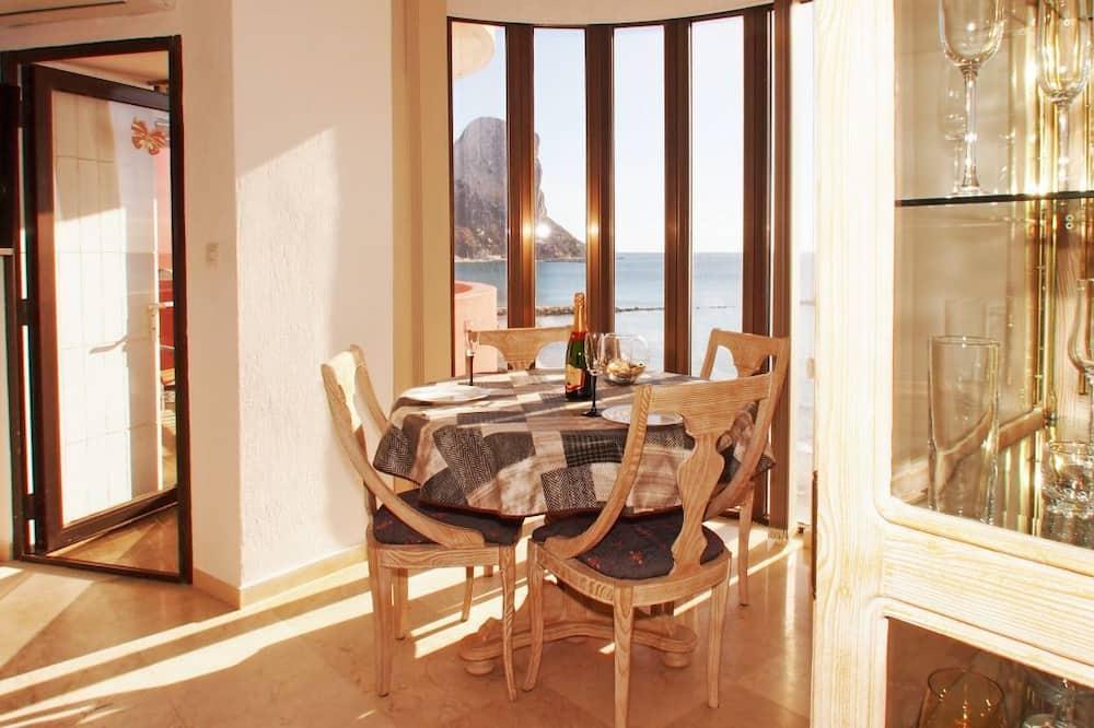 Апартаменты, 1 спальня, балкон, вид на море - Зона гостиной