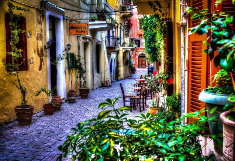 Madonna, Chania, Courtyard