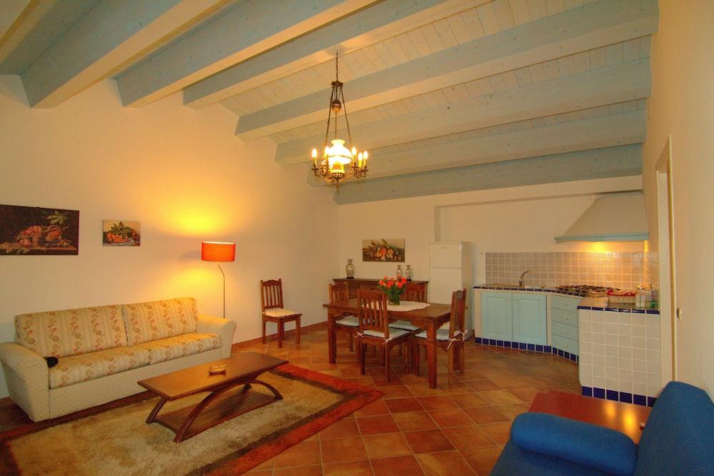 Apartment, 1 Bedroom, Garden View - Living Room