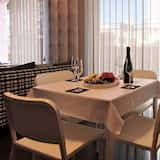 Studio, 1 Double Bed with Sofa bed, Terrace - In-Room Dining