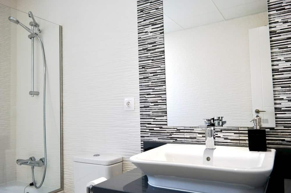 Apartmán, terasa, výhled na moře - Koupelna