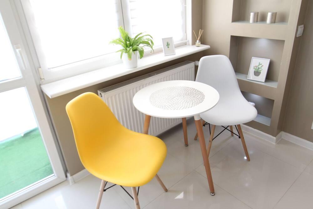 시티 아파트 - 거실 공간