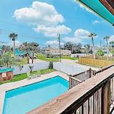House, 2 Bedrooms - Pool