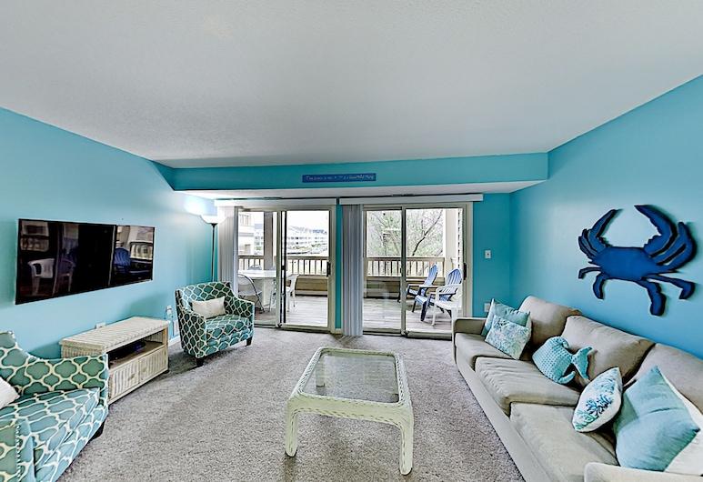 Oceanside Gem W/ Private Deck, Canal Views & Pools 2 Bedroom Condo, Ocean City, Byt, 2 spálne, Obývačka