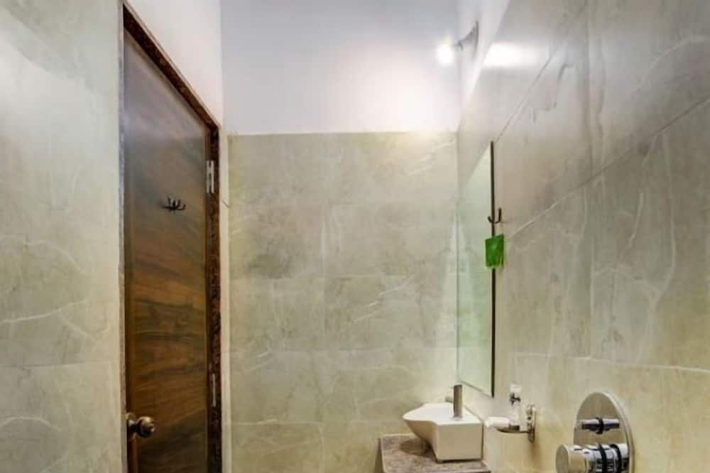 Classic Studio - Bathroom
