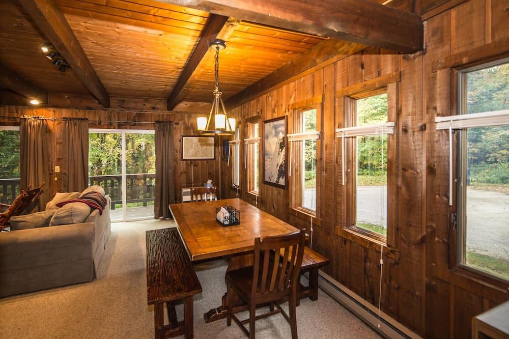 Kuća, Više kreveta, trijem, pogled na vrt - Obroci u sobi