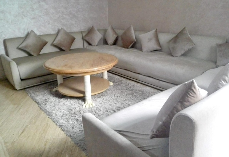 Apartment With 3 Bedrooms in Maarif, Casablanca, With Wonderful City View, Furnished Garden and Wifi - 60 km From the Beach, คาซาบลังกา