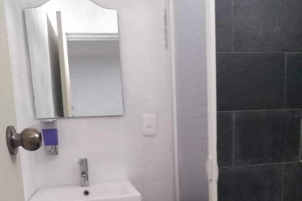 舒适客房, 1 张大床 - 浴室
