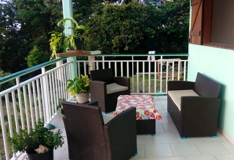 House With 2 Bedrooms in Deshaies, With Wonderful sea View and Terrace - 500 m From the Beach, Deshaies
