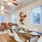 House, Multiple Beds (K St - Grant Hill) - Living Room