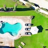 Talo, Useita sänkyjä (Oasis - Spanish Style Estate on w Poo) - Uima-allas