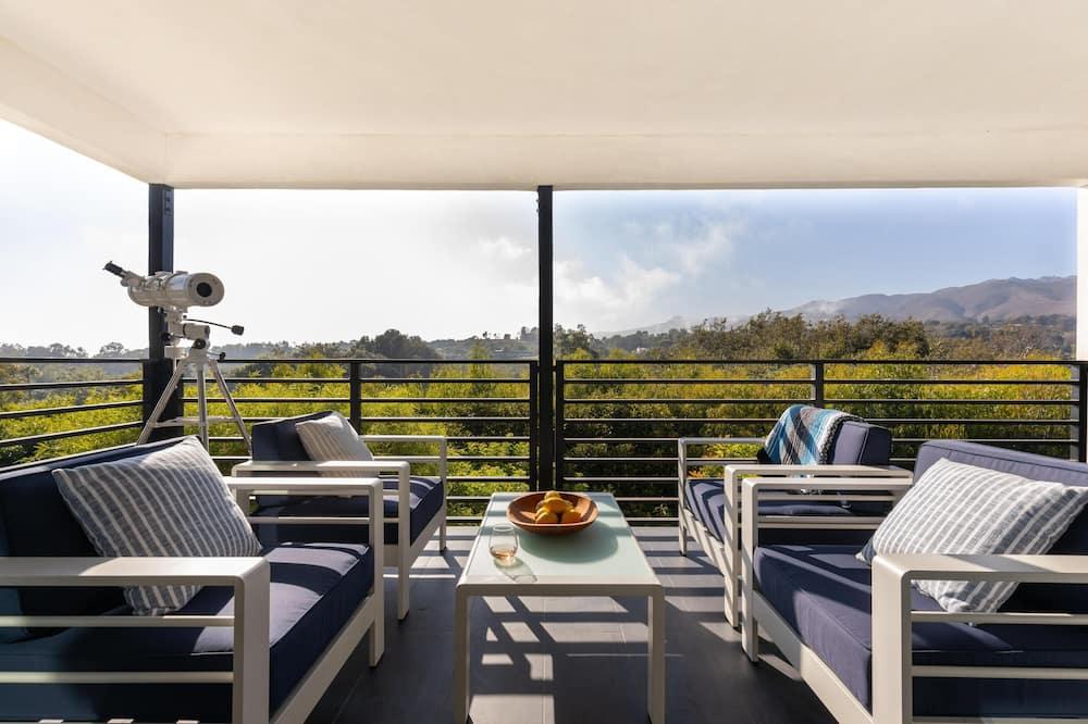 House, Multiple Beds (Bluewater - Lush 12 Sleeps Malibu Hom) - Balcony