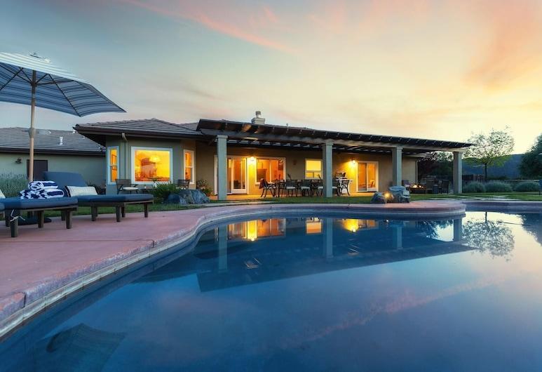 Mustang by AvantStay |  Secluded Getaway w/ Vineyard Views & Pool, Paso Robles, Hús - mörg rúm (Mustang by AvantStay |  Secluded Geta), Sundlaug