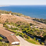 Dom, viacero postelí (Cliffridge - Lush Malibu Hills Estate) - Vybraná fotografia