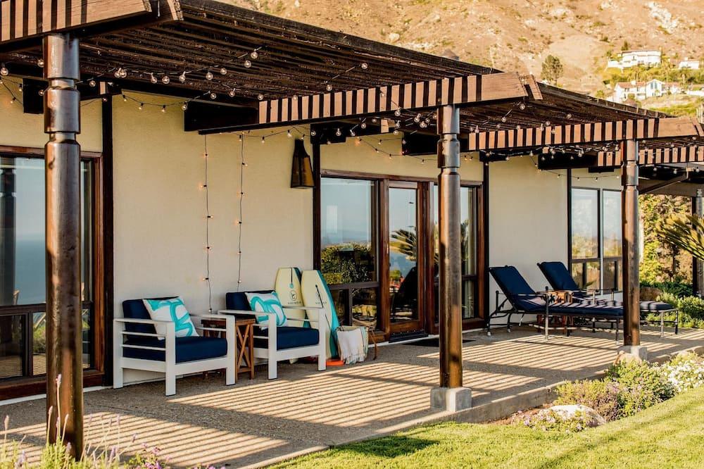 Dom, viacero postelí (Cliffridge - Lush Malibu Hills Estate) - Balkón