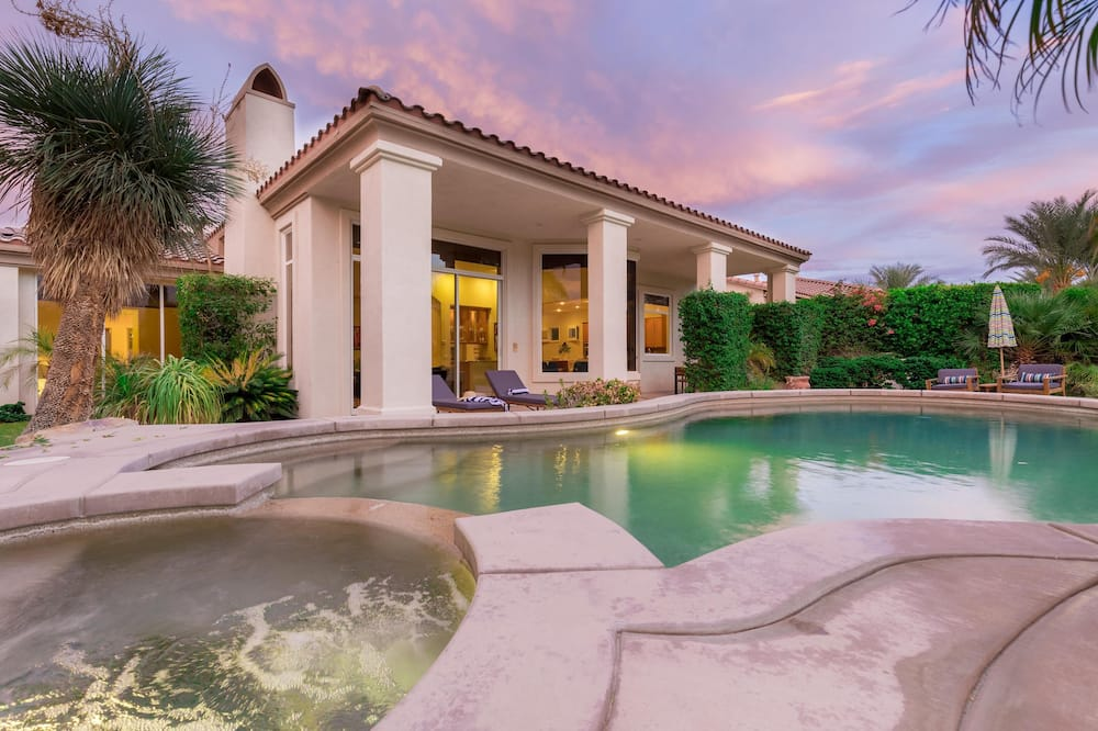 House, Multiple Beds (Fowler - Stunning Home on Golf Course) - Pool